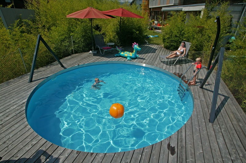 runder pool im garten swimmingpool im eigenen garten so gelingt der traum pool runder pool 25. Black Bedroom Furniture Sets. Home Design Ideas